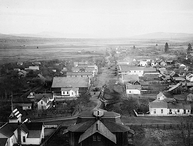 Main Street, Susanville, 1885. Courtesy of Betty Barry Deal